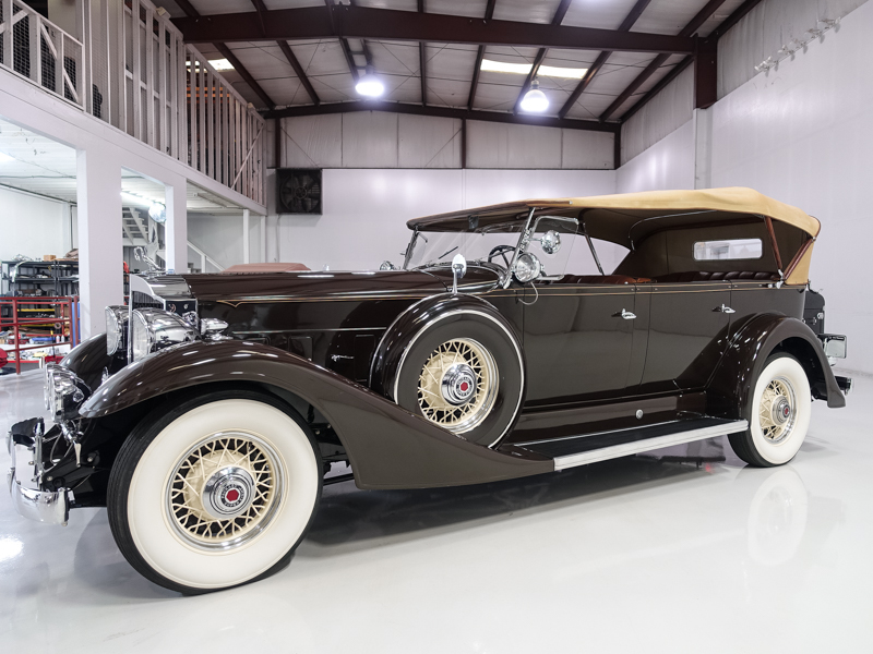 1933 Packard Super Eight