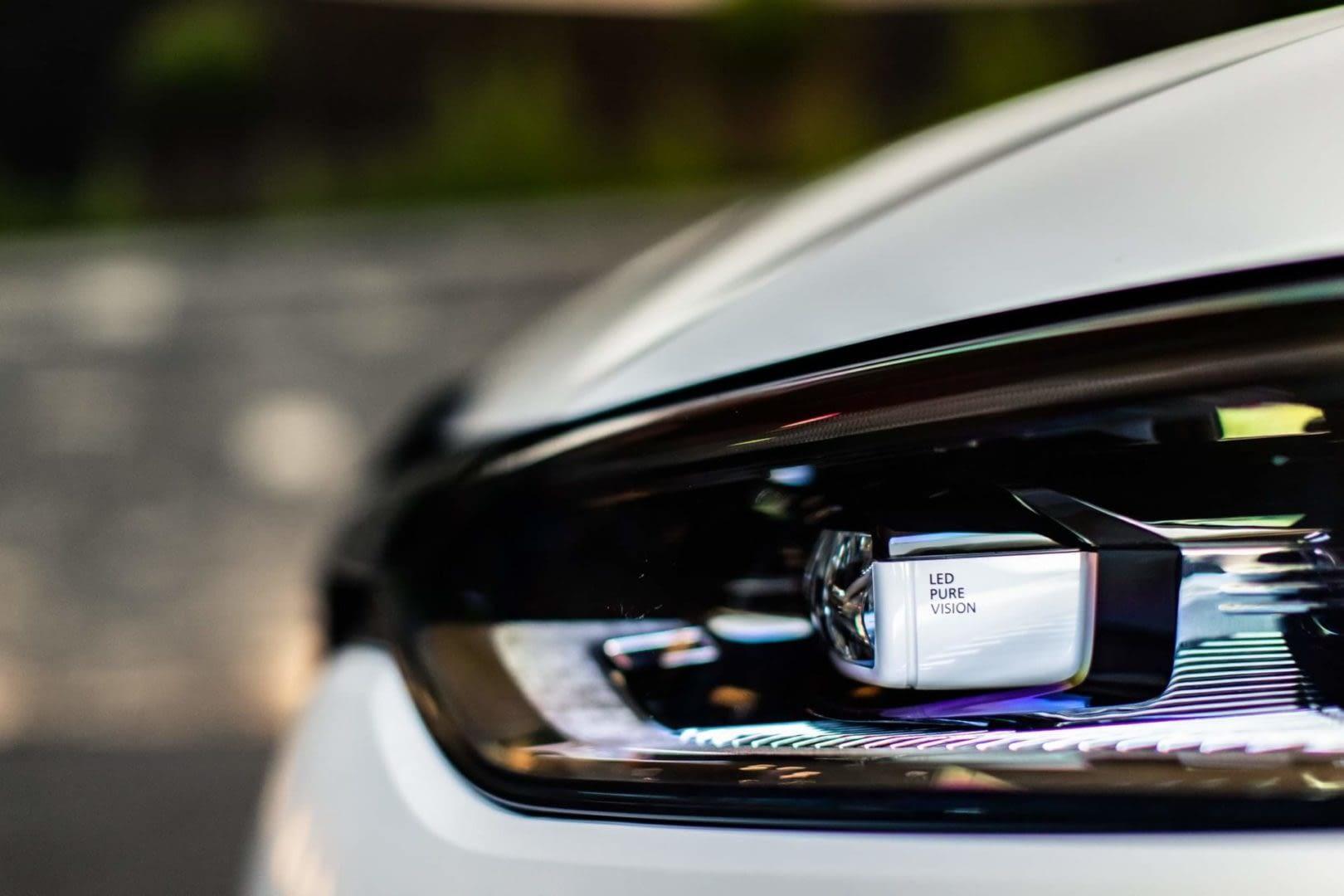 Renault Megane RS Trophy-R Front Light